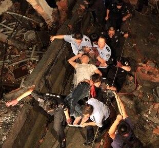 Cina: 12 morti nel crollo di una azienda