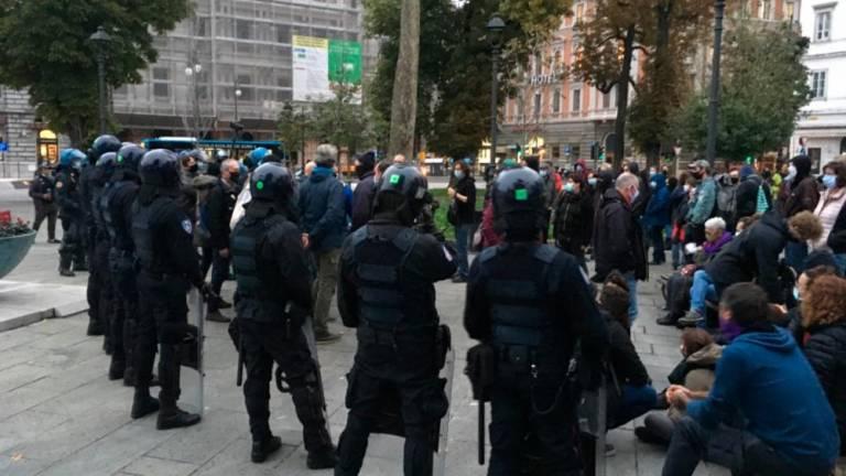 Razzisti e polizia, una grande alleanza per un spettacolo mal riuscito