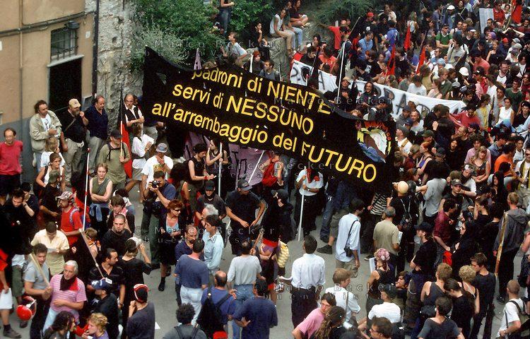 """Ricerca materiali foto/video su """"Anarchici contro il G8"""""""