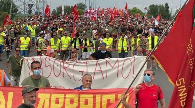 Solidarietà ai lavoratori e lavoratrici della GKN. Se i padroni scappano, ci risparmiano il tempo di cacciarli
