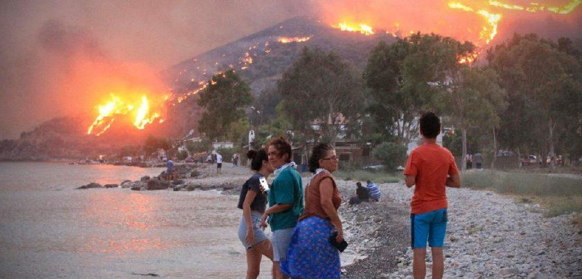 Mentre la Grecia brucia lo stato consolida il suo potere